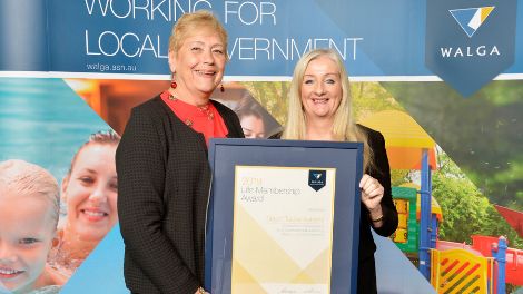 WALGA President Lynne Craigie presents City of Wanneroo Mayor Tracey Roberts with the Life Membership Award.